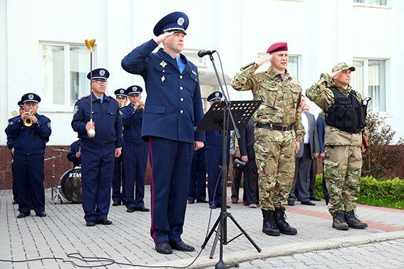 Міліцейські спецпризначенці з Хмельниччини вирушили у зону бойових дій (фото) - фото 2