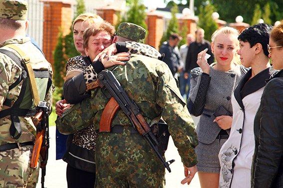 Міліцейські спецпризначенці з Хмельниччини вирушили у зону бойових дій (фото) - фото 6