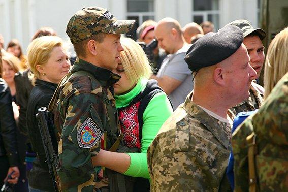 Міліцейські спецпризначенці з Хмельниччини вирушили у зону бойових дій (фото) - фото 7