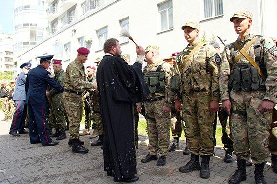 Міліцейські спецпризначенці з Хмельниччини вирушили у зону бойових дій (фото) - фото 3