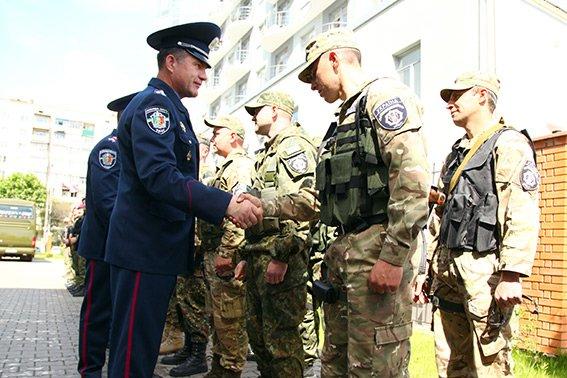 Міліцейські спецпризначенці з Хмельниччини вирушили у зону бойових дій (фото) - фото 4