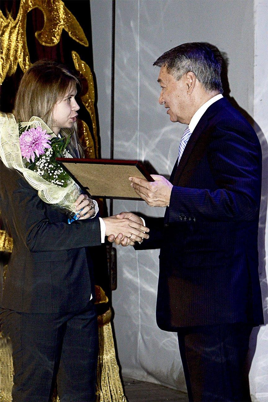 Даниал Ахметов вручил спортсменам стипендии, фото-1