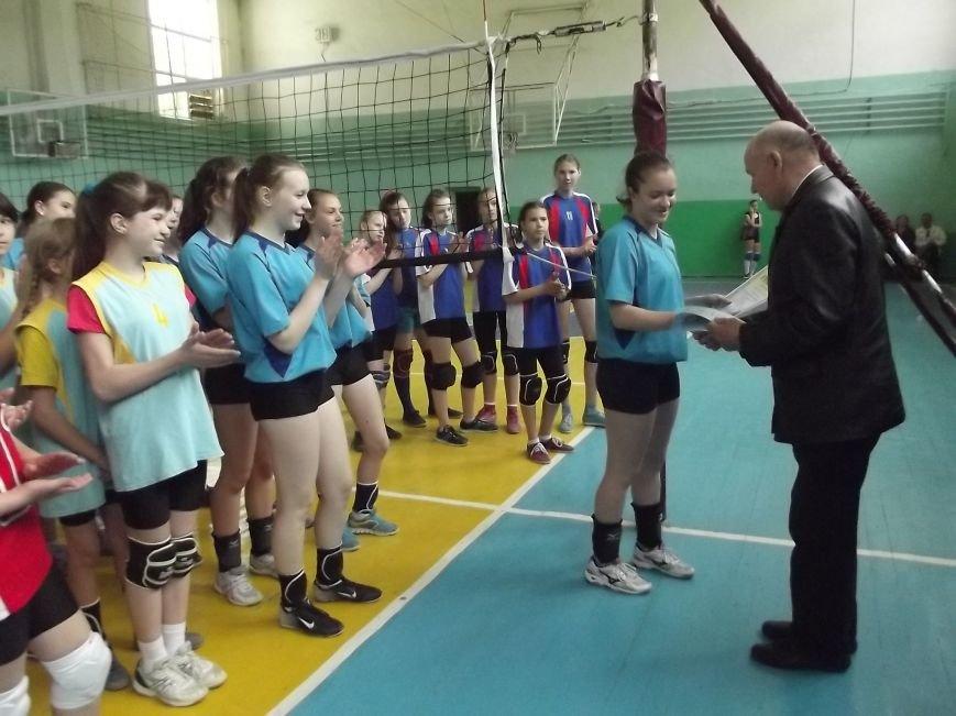 Команда города Родинское стала серебряным призером на межобластном турнире по волейболу (фото) - фото 10