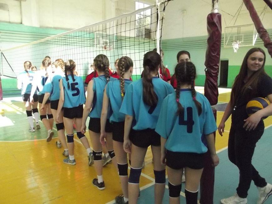 Команда города Родинское стала серебряным призером на межобластном турнире по волейболу (фото) - фото 1