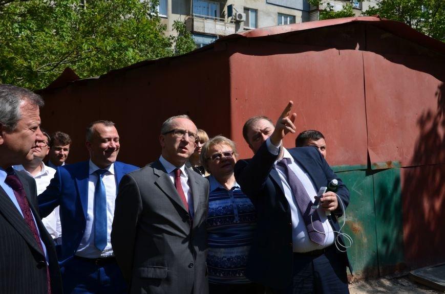 В Мариуполе посол ЕС в Украине посмотрел оборонительные сооружения и разрушенный «Восточный» (ФОТОРЕПОРТАЖ), фото-31