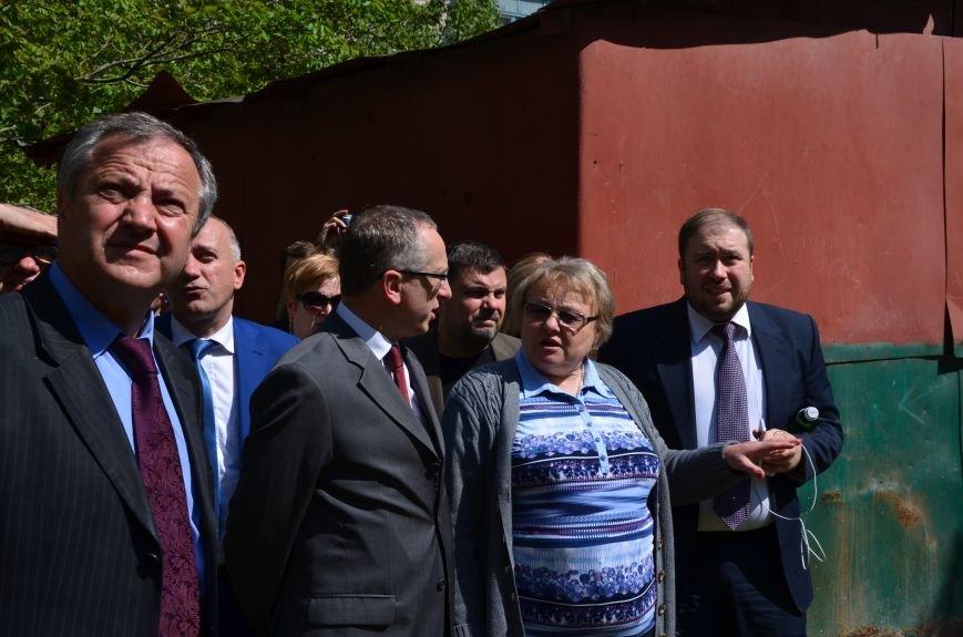 В Мариуполе посол ЕС в Украине посмотрел оборонительные сооружения и разрушенный «Восточный» (ФОТОРЕПОРТАЖ), фото-30