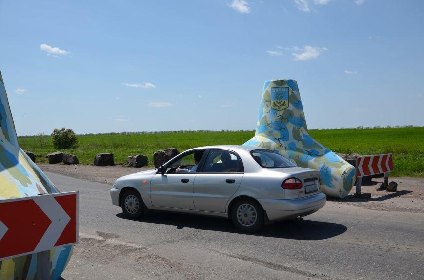 В Мариуполе посол ЕС в Украине посмотрел оборонительные сооружения и разрушенный «Восточный» (ФОТОРЕПОРТАЖ), фото-15