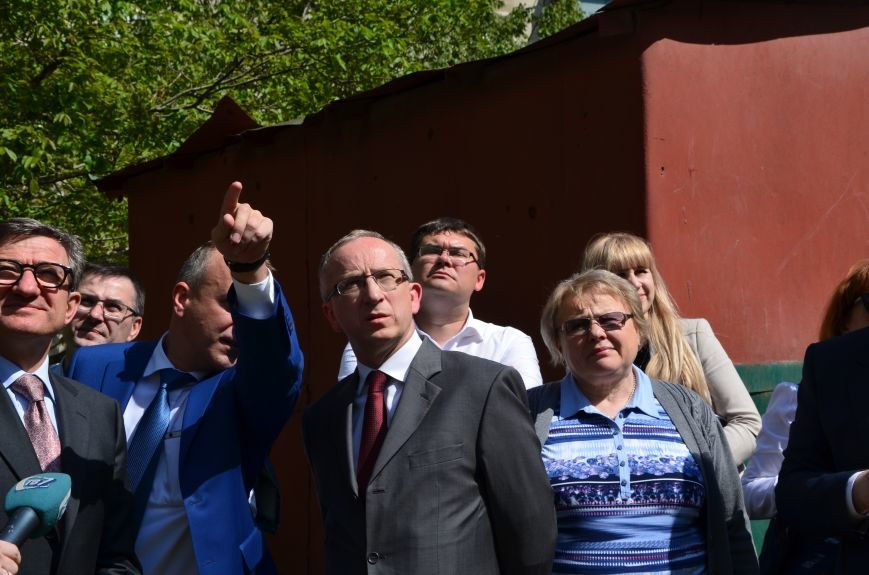 В Мариуполе посол ЕС в Украине посмотрел оборонительные сооружения и разрушенный «Восточный» (ФОТОРЕПОРТАЖ), фото-33