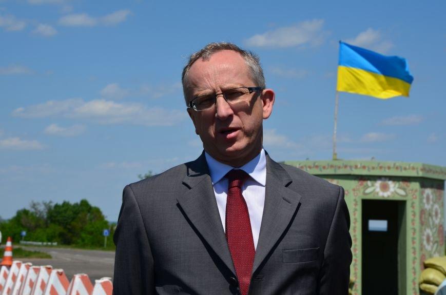 В Мариуполе посол ЕС в Украине посмотрел оборонительные сооружения и разрушенный «Восточный» (ФОТОРЕПОРТАЖ), фото-18