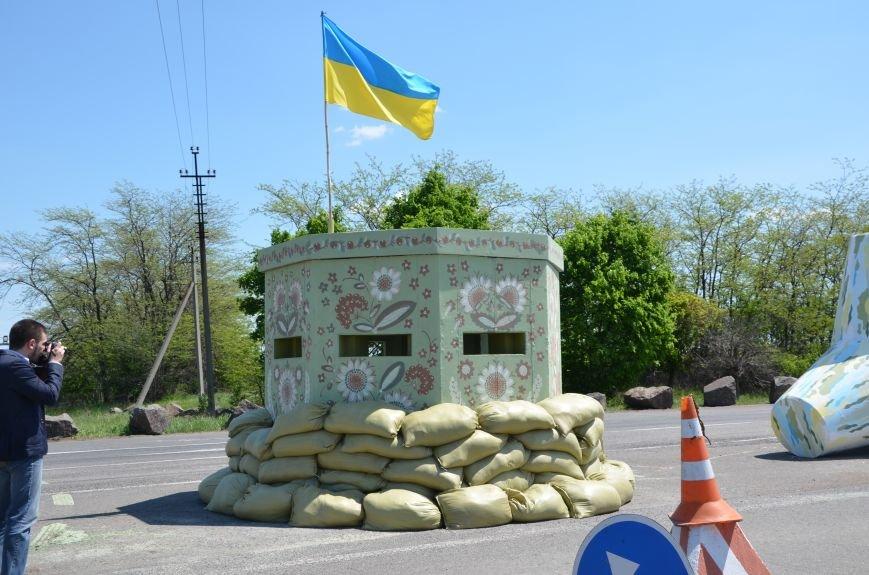 В Мариуполе посол ЕС в Украине посмотрел оборонительные сооружения и разрушенный «Восточный» (ФОТОРЕПОРТАЖ), фото-14