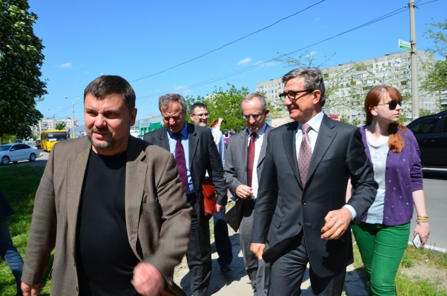 В Мариуполе посол ЕС в Украине посмотрел оборонительные сооружения и разрушенный «Восточный» (ФОТОРЕПОРТАЖ), фото-23