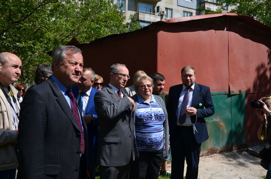 В Мариуполе посол ЕС в Украине посмотрел оборонительные сооружения и разрушенный «Восточный» (ФОТОРЕПОРТАЖ), фото-29
