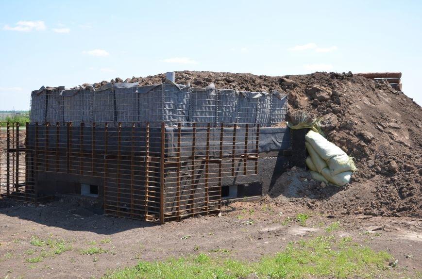 В Мариуполе посол ЕС в Украине посмотрел оборонительные сооружения и разрушенный «Восточный» (ФОТОРЕПОРТАЖ), фото-3