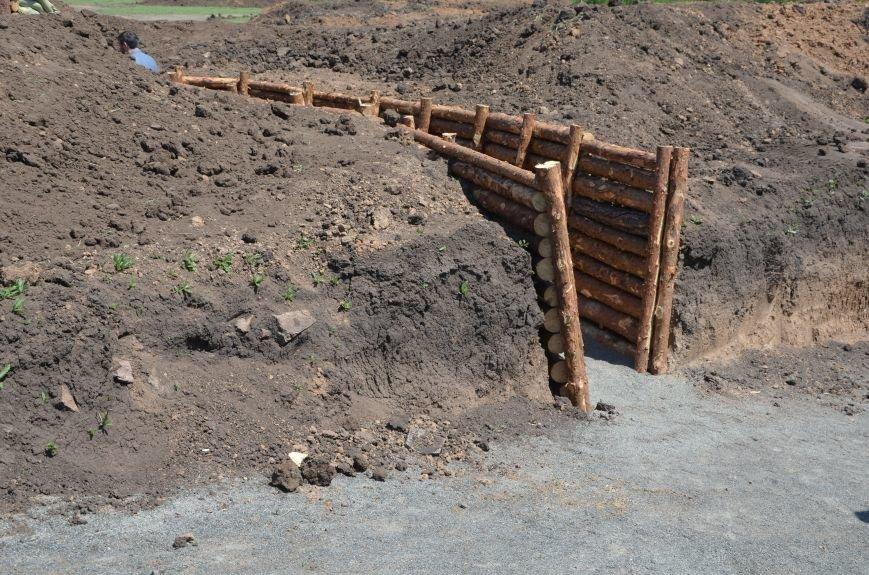 В Мариуполе посол ЕС в Украине посмотрел оборонительные сооружения и разрушенный «Восточный» (ФОТОРЕПОРТАЖ), фото-2