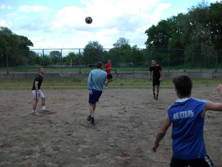 В Днепродзержинске прошли соревнования по мини - футбол (фото) - фото 1