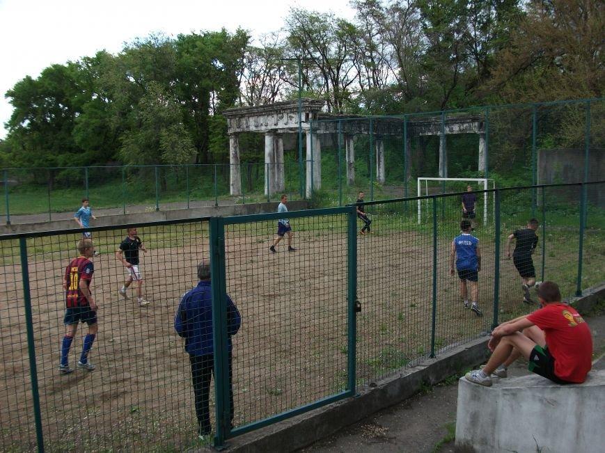 В Днепродзержинске прошли соревнования по мини - футбол (фото) - фото 2