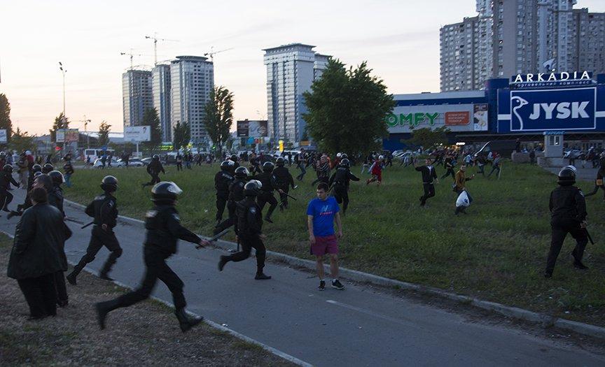 Хроника массовых столкновений на Осокорках (ФОТОРЕПОРТАЖ) (фото) - фото 7