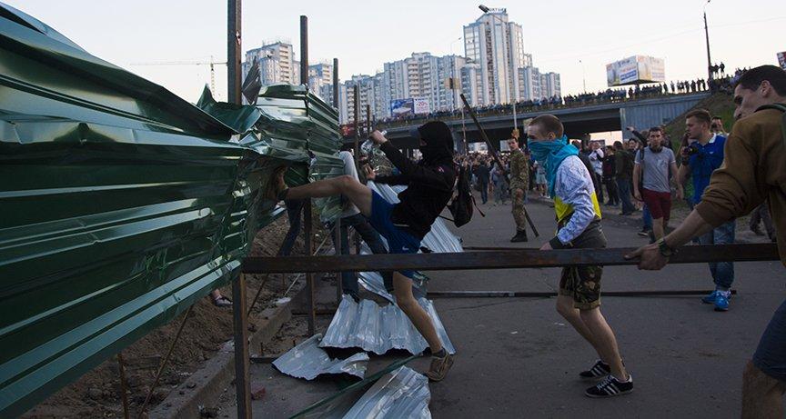 Хроника массовых столкновений на Осокорках (ФОТОРЕПОРТАЖ) (фото) - фото 6