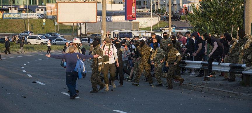 Хроника массовых столкновений на Осокорках (ФОТОРЕПОРТАЖ) (фото) - фото 2