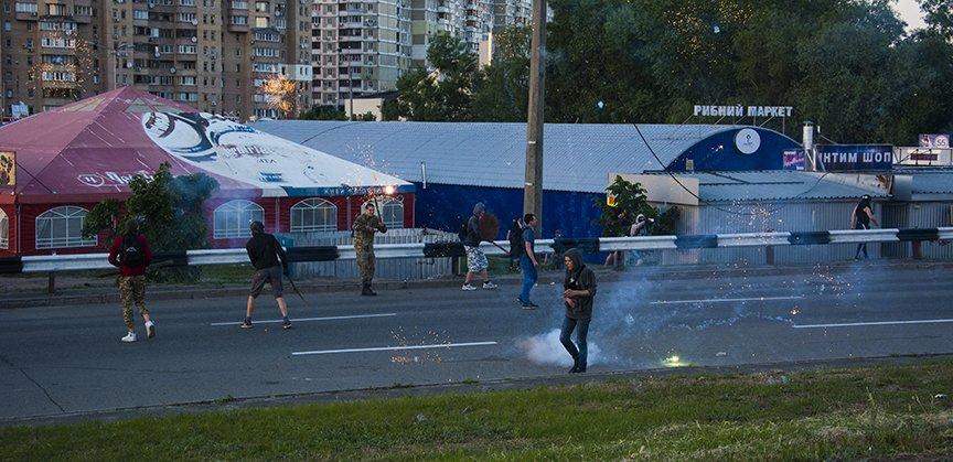 Хроника массовых столкновений на Осокорках (ФОТОРЕПОРТАЖ) (фото) - фото 3