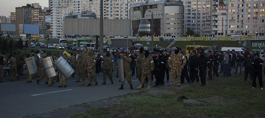 Хроника массовых столкновений на Осокорках (ФОТОРЕПОРТАЖ) (фото) - фото 4