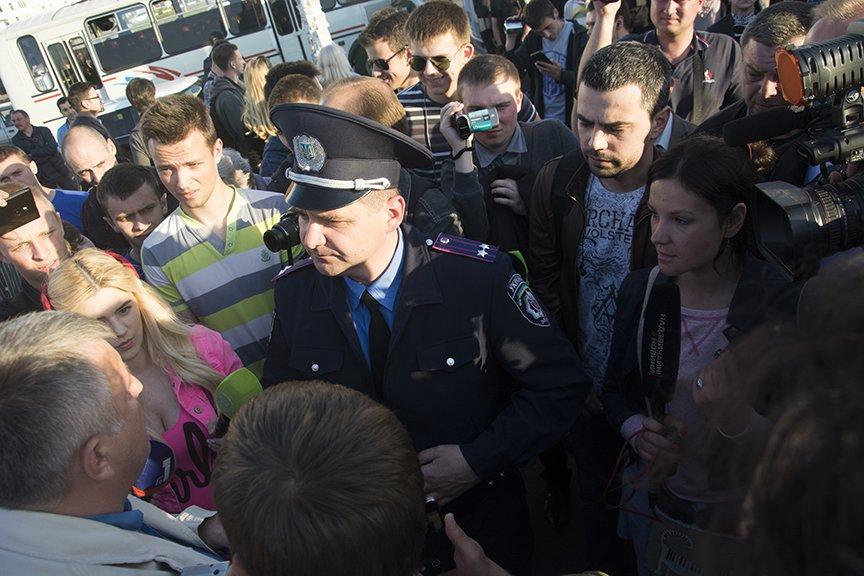 Хроника массовых столкновений на Осокорках (ФОТОРЕПОРТАЖ) (фото) - фото 1