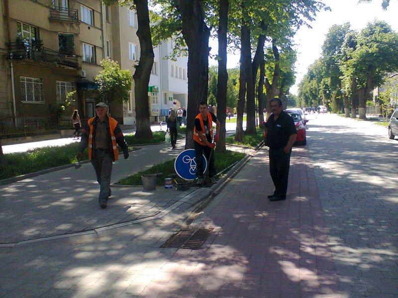На вулиці Шевченка у Івано-Франківську встановили знаки «Велосипедна доріжка» (ФОТО) (фото) - фото 1