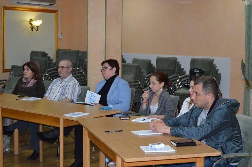 В Кривом Роге за «круглым столом» встретились волонтеры и представители благотворительных организаций (ФОТО) (фото) - фото 1