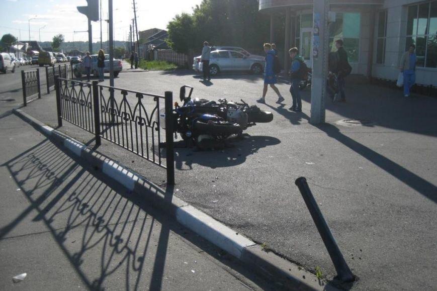 В Белгородской области водитель потерял сознание за рулём и врезался в опору ЛЭП (фото) - фото 1