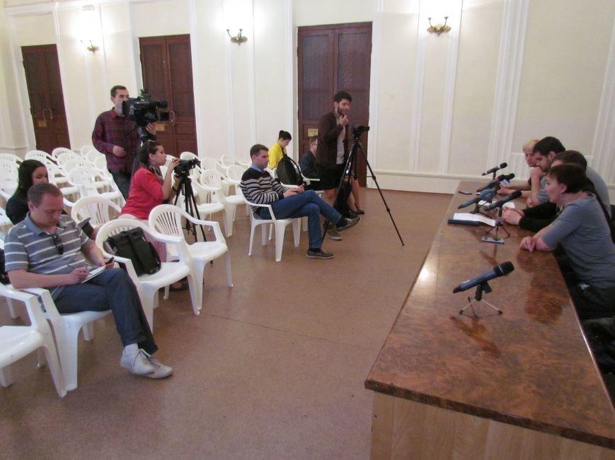 Мариупольские активисты дали премьер-министру Яценюку 2 дня на выплату денег пострадавшим от обстрела на Восточном (ФОТО), фото-2