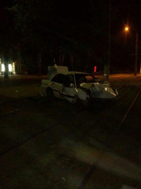В Одессе под отделом милиции машина врезалась в дерево (ФОТО) (фото) - фото 1