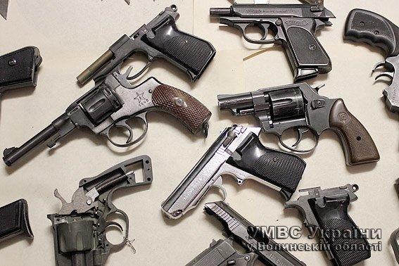 На Волині правоохоронці знищили добровільну здану і вилучену зброю (ФОТО) (фото) - фото 1