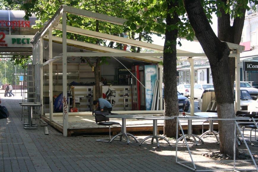В центре Симферополя предприниматели добровольно сносят летнее кафе (ФОТОФАКТ) (фото) - фото 2