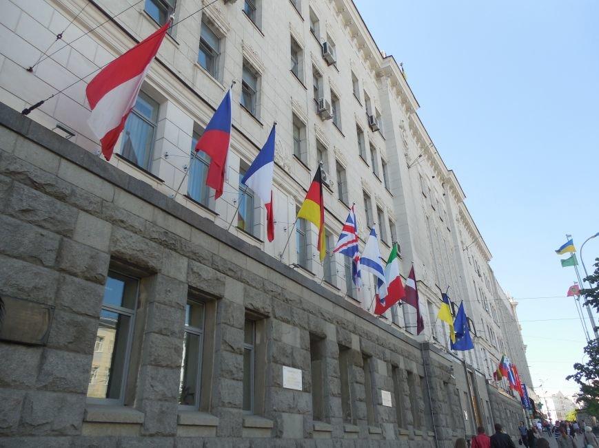 Харьковский горсовет украсили европейскими флагами (ФОТО) (фото) - фото 1