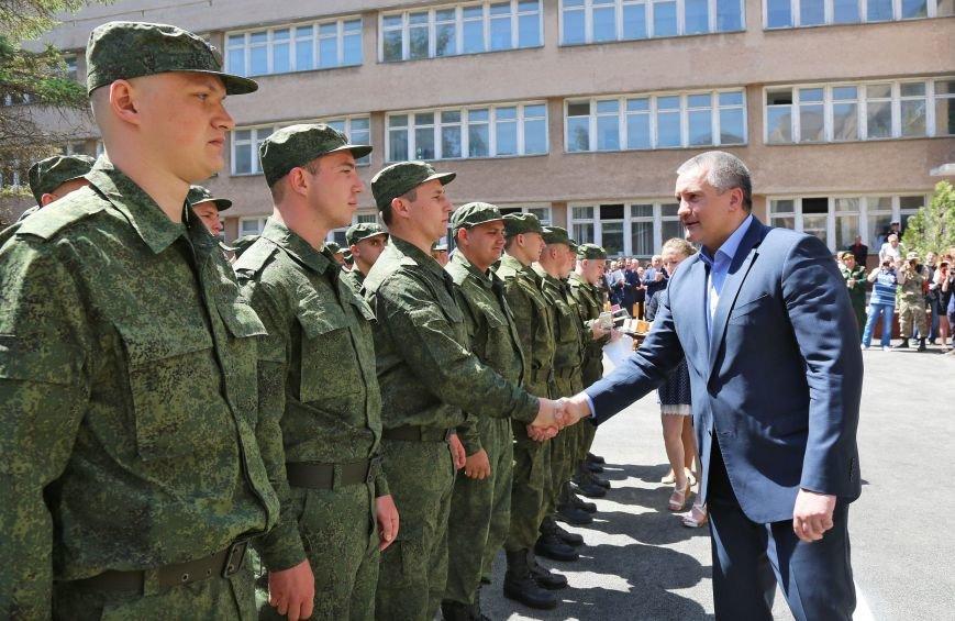 В Симферополе прошла первая отправка крымских призывников в армию России (ФОТО) (фото) - фото 5