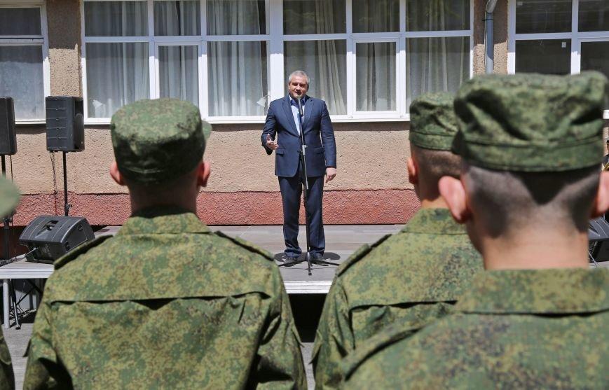 В Симферополе прошла первая отправка крымских призывников в армию России (ФОТО) (фото) - фото 4