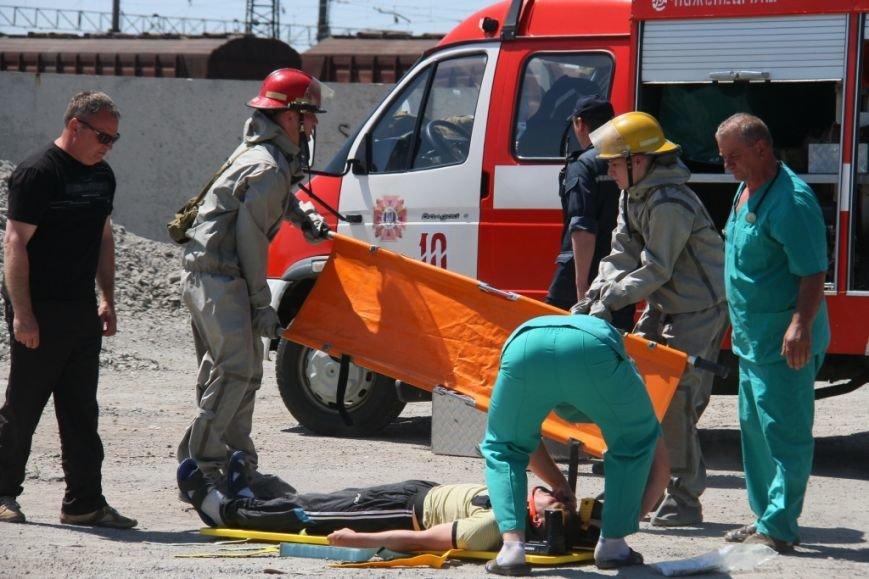 Мелитопольские спасатели учились справляться с аварией на Ж/Д (ФОТОРЕПОРТАЖ) (фото) - фото 6