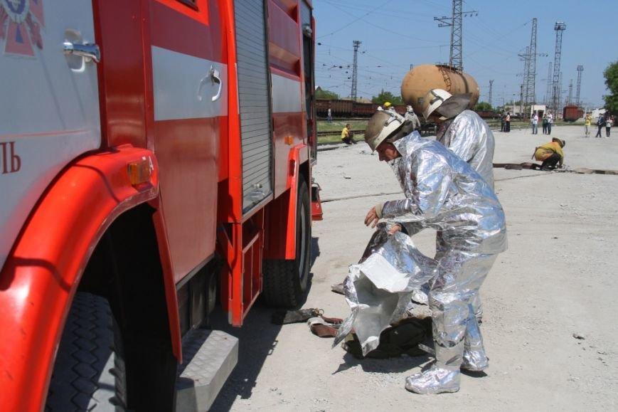 Мелитопольские спасатели учились справляться с аварией на Ж/Д (ФОТОРЕПОРТАЖ) (фото) - фото 3