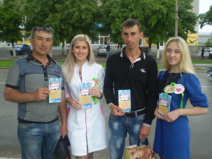 Павлоградцам прямо на улицах рассказывали, как сохранить репродуктивное здоровье (фото) - фото 2