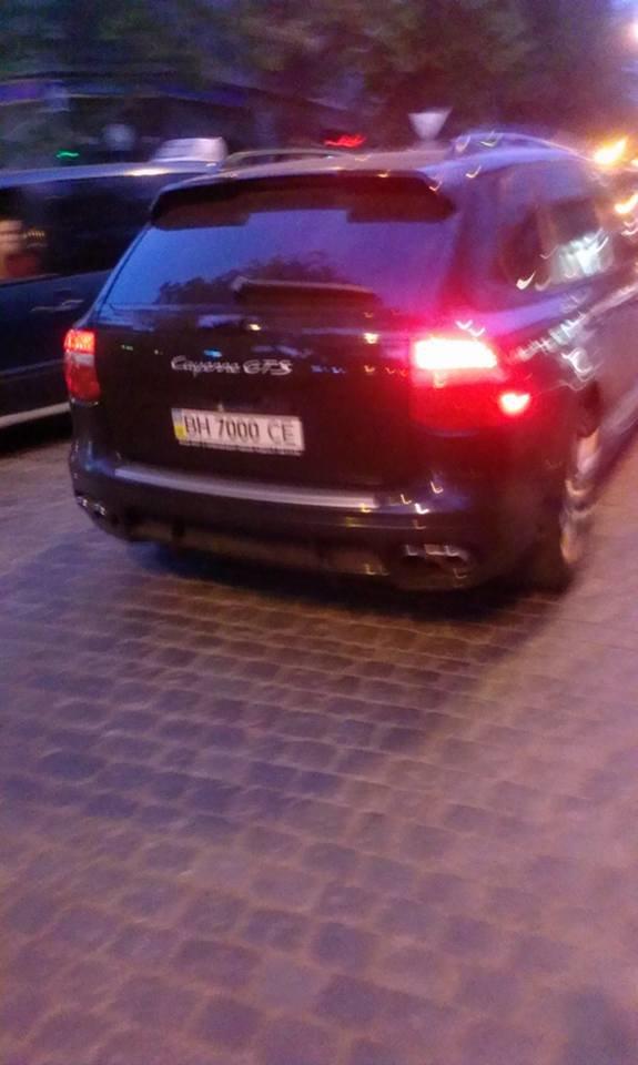 Владелец одесского ресторана на Дерибасовской таранил джипом людей (ФОТО) (фото) - фото 1