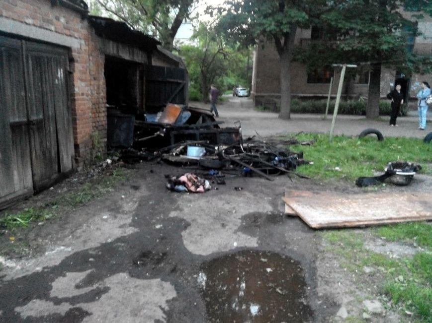 На проспекте Шевченко в Сумах загорелся гараж (ФОТО) (фото) - фото 1