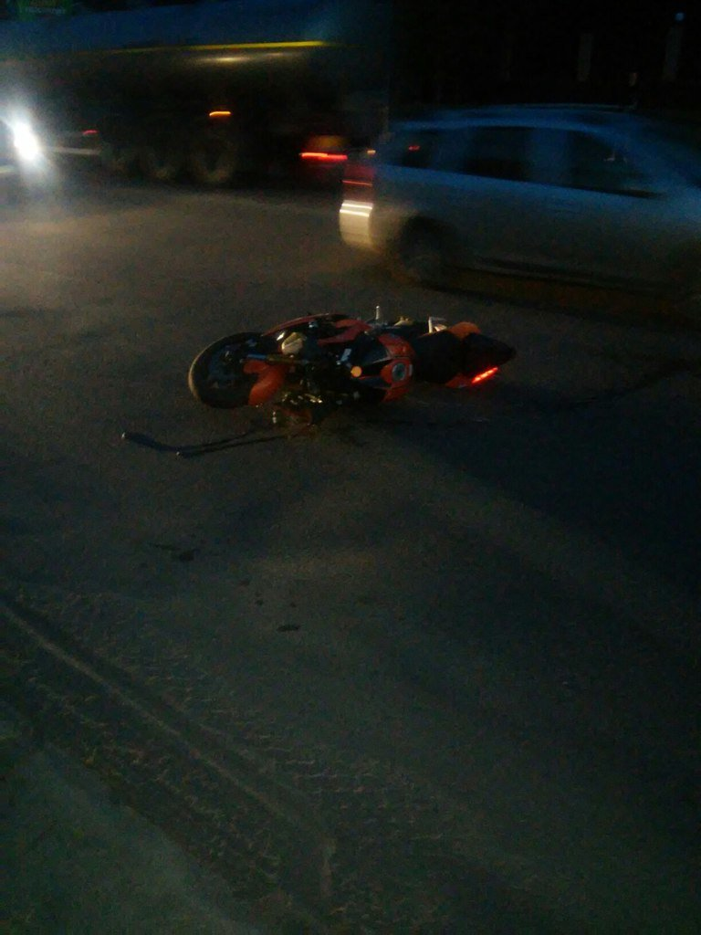 В Кировограде микроавтобус столкнулся с спортивным мотоциклом (фото) - фото 1