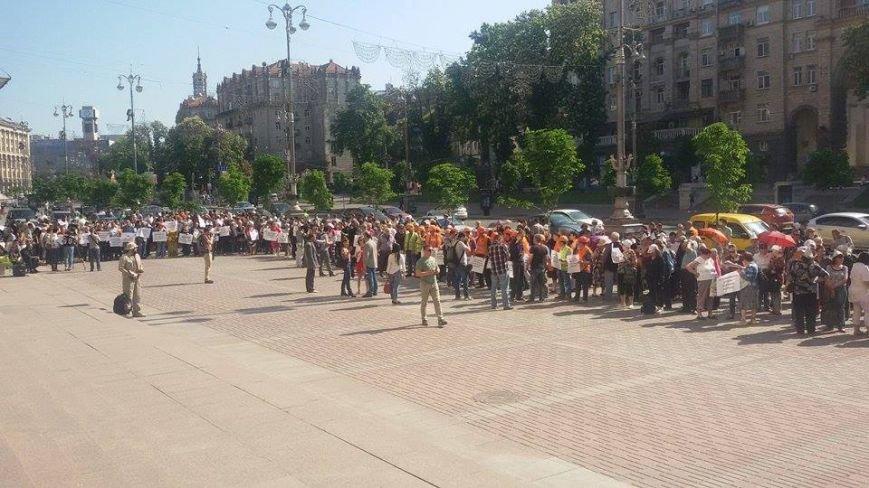 В Киеве возле КГГА митингуют сторонники застройки на Осокорках (ФОТО) (фото) - фото 1