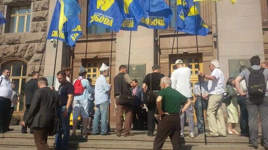В Киеве возле КГГА митингуют сторонники застройки на Осокорках (ФОТО) (фото) - фото 3