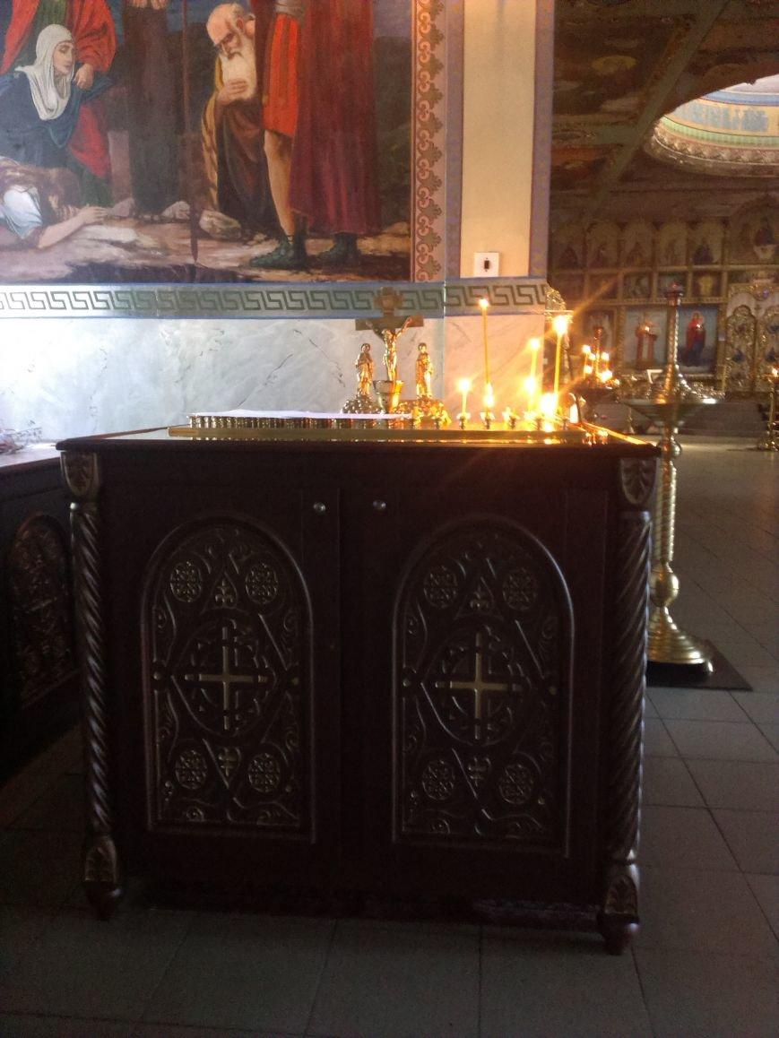 Меценат Александр Богуслаев подарил Свято-Андреевскому собору резные подсвечники и панихидный стол (фото) - фото 2