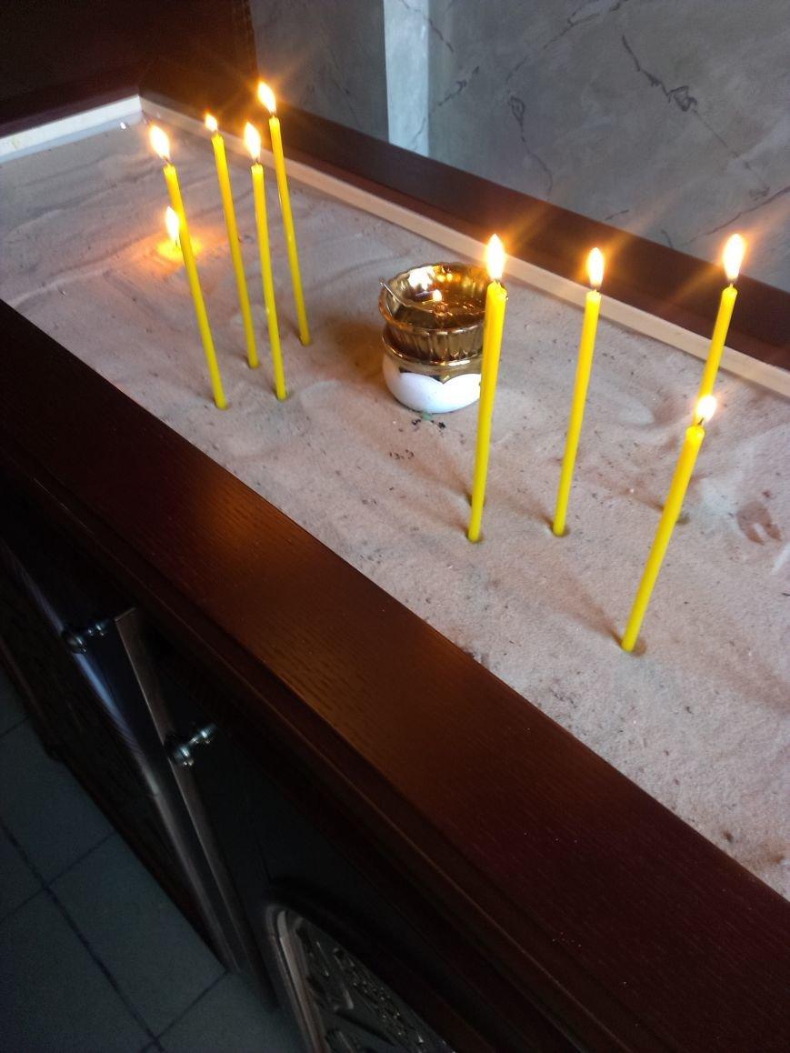 Меценат Александр Богуслаев подарил Свято-Андреевскому собору резные подсвечники и панихидный стол (фото) - фото 1