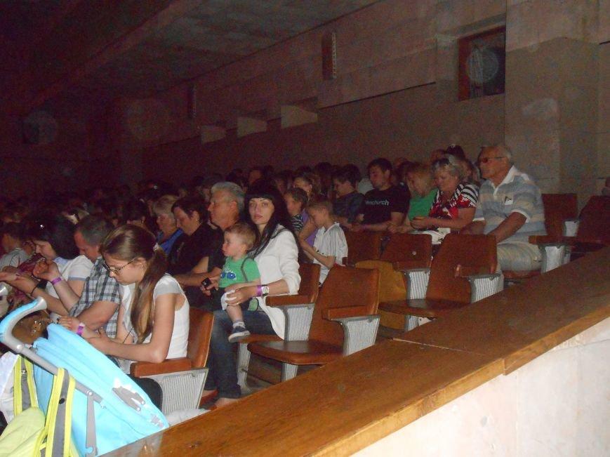 В Днепродзержинске состоялся отчетный концерт «Gold Stars» (фото) - фото 3