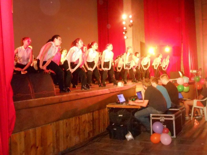 В Днепродзержинске состоялся отчетный концерт «Gold Stars» (фото) - фото 1