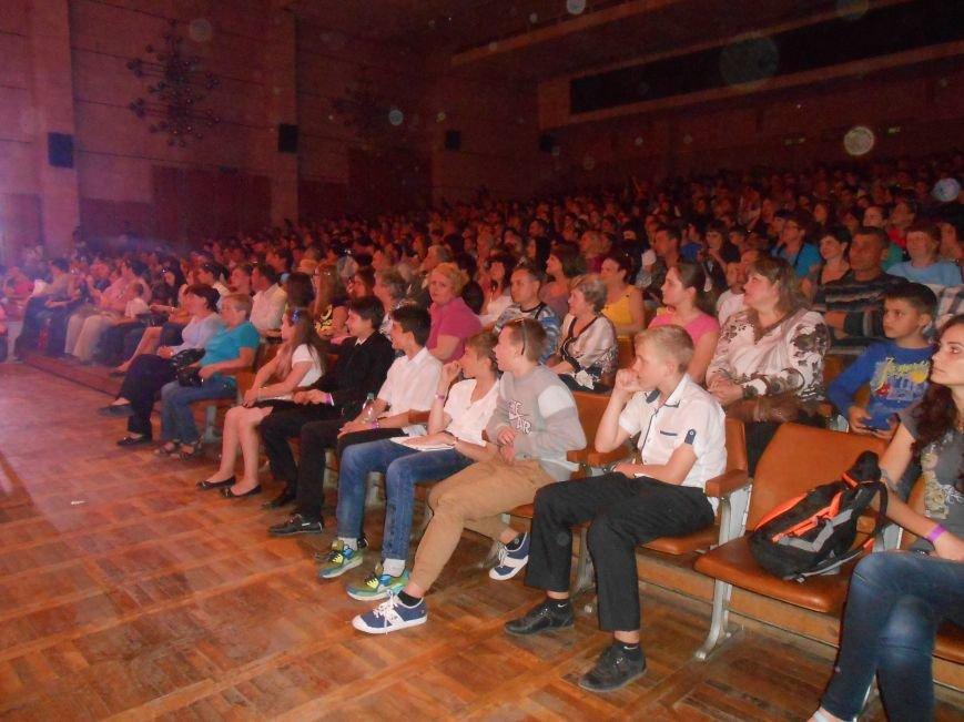 В Днепродзержинске состоялся отчетный концерт «Gold Stars» (фото) - фото 2