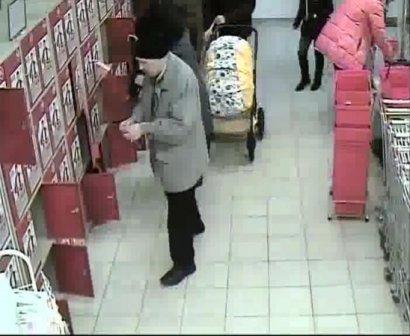 Мужчина украл в супермаркете сумку с продуктами и телефоном, фото-1